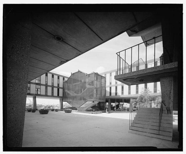 Milwaukee Art Museum (originally Milwaukee War Memorial), Milwaukee, Wisconsin, 1952-69. Courtyard