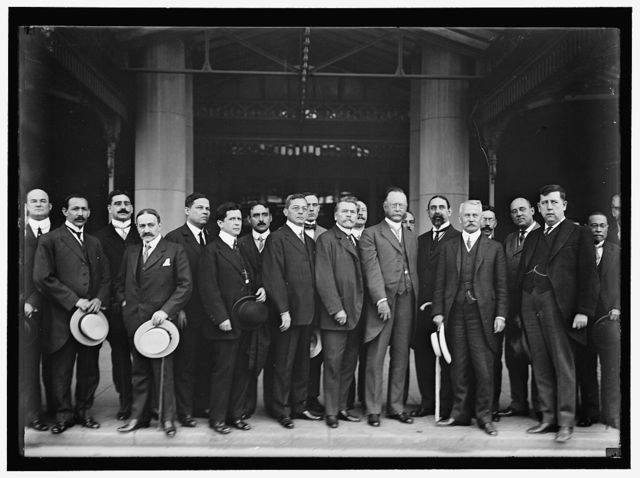 PAN AMERICAN TRADE MEETING AT WILLARD HOTEL. CALLED BY JOHN BARRETT. CLARENCE OWEN; GEN. CHAMORRO; UNIDENTIFIED; MINISTER CESPEDES OF CUBA; 3 UNIDENTIFIED; MINISTER MENDEZ; UNIDENTIFIED AT REAR; MINISTER DE PENA; UNIDENTIFIED AT REAR; SEC. REDFIELD; UNIDENTIFIED AT REAR; MINISTER PEZET; UNIDENTIFIED; FRONT; UNIDENTIFIED REAR; JOHN BARRETT; PRIVATE SECRETARY TO SEC. BRYAN; UNIDENTIFIED