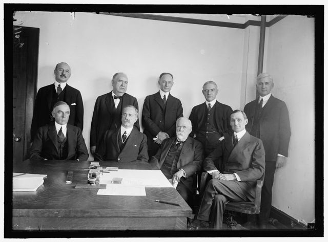 RAILWAY ADVISORY BOARD. STANDING: HALE HOLDEN; EDWARD CHAMBERS; WALKER D. HINES; JOHN BARTON PAYNE; OSCAR E. PRICE. SEATED: A.H. SMITH; JOHN SKELTON WILLIAMS; HENRY WALTERS; W.G. McADOO