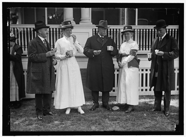 RED CROSS LUNCHEON ON GENERAL SCOTT'S LAWN. UNIDENTIFIED; BOARDMAN; TAFT; MRS. SCOTT; DAVISON