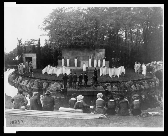 [Rehearsal for the National Red Cross Pageant held at the Rosemary Open-Air Theatre, Huntington, Long Island, Oct. 5, 1917]
