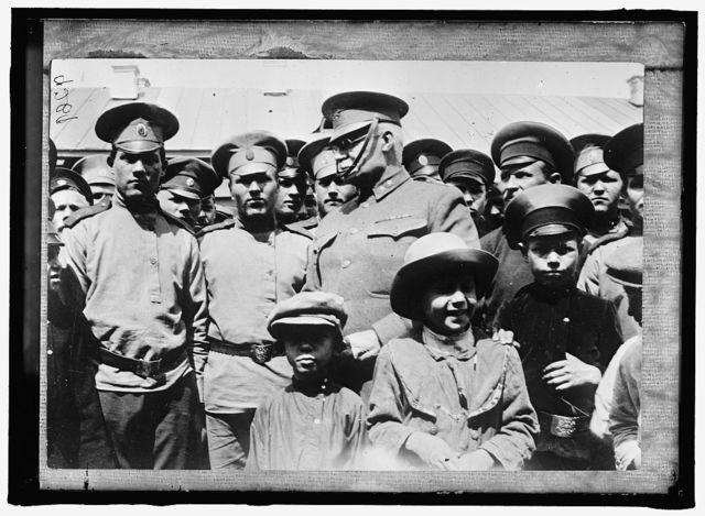 RUSSIA WAR PICTURES. CHILDREN WITH GENERAL H.L. SCOTT