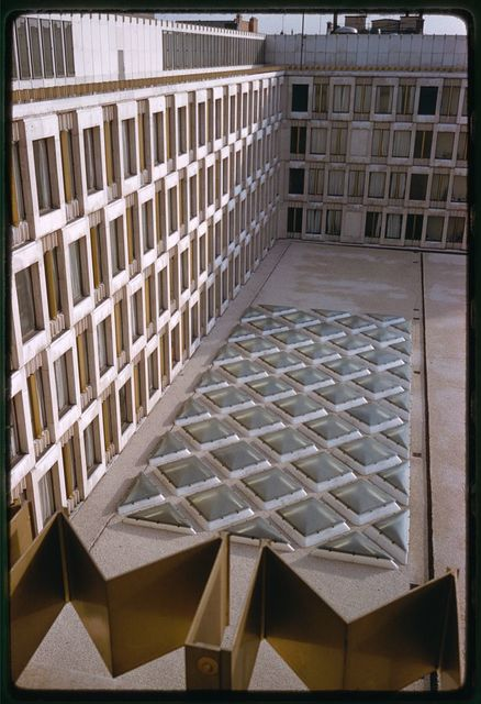 United States Embassy, London, 1955-60. Exterior detail
