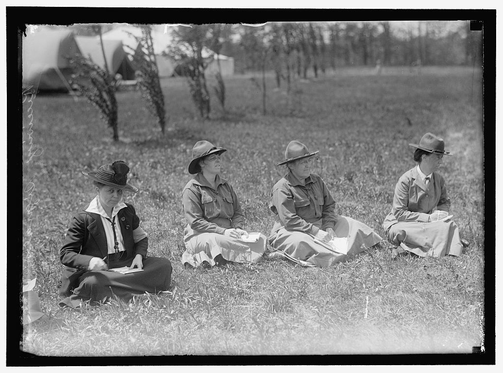 WOMAN'S NATIONAL SERVICE SCHOOL, UNDER WOMAN'S SECTION, NAVY LEAGUE. RECEIVING SIGNAL
