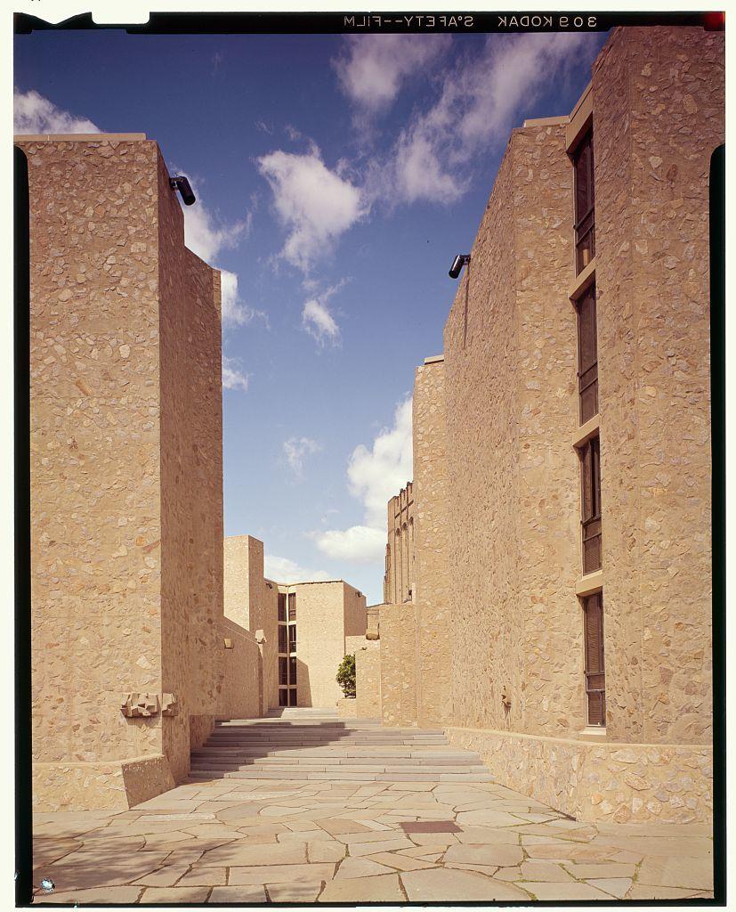 Yale University, Samuel F.B. Morse and Ezra Stiles Colleges, New Haven, Connecticut, 1958-62. Exterior