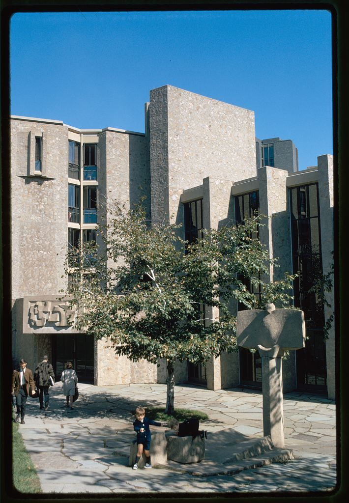 Yale University, Samuel F.B. Morse and Ezra Stiles Colleges, New Haven, Connecticut, 1958-62. Exterior