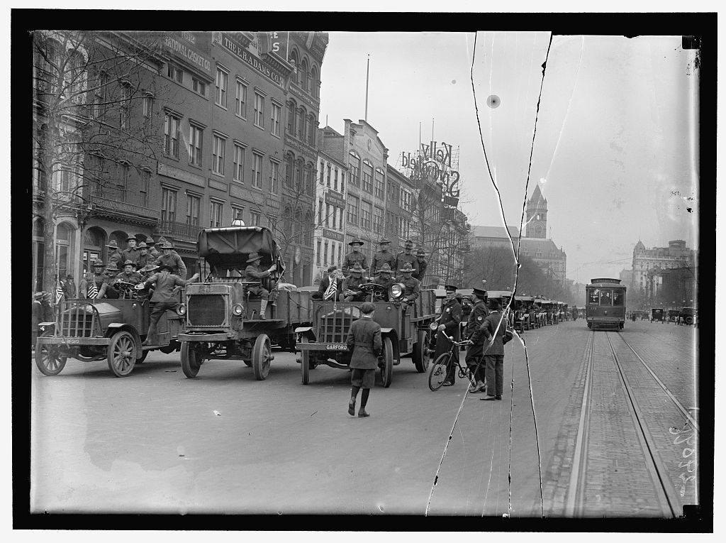 ARMY, U.S. SOLDIERS GOING THROUGH CITY IN TRUCKS AND AUTOS