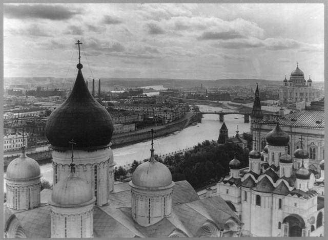 [Bird's-eye view of the city of Moscow, Russia, from Ivan Viliky overlooking the Uspensky Cathedral and the Moscow River]