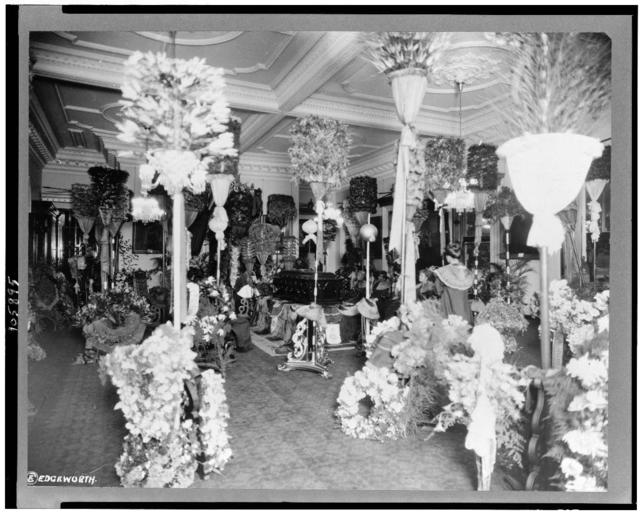 [Casket, visitors, and flowers in throne room, at funeral of Liliuokalani, Queen of Hawaii, Honolulu, Hawaii]