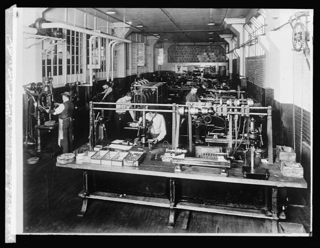 Dept. of Labor training service Gen'l. Elec. Co. Fort Wayne machine shop training room