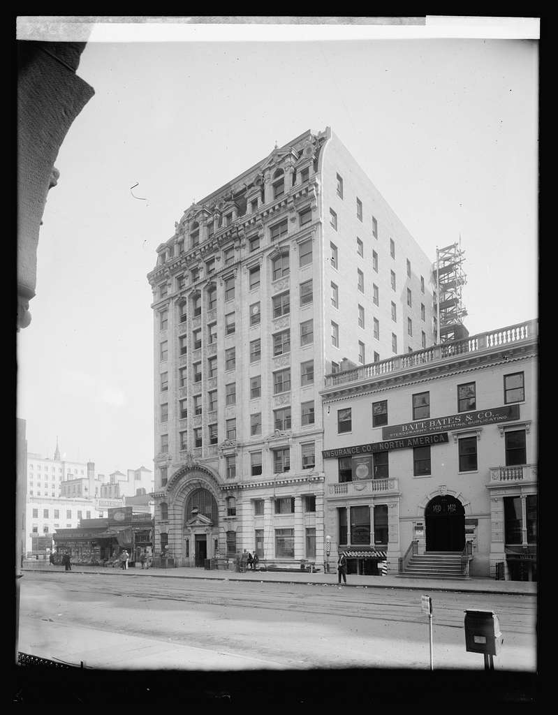 Dist. National Bank, exterior
