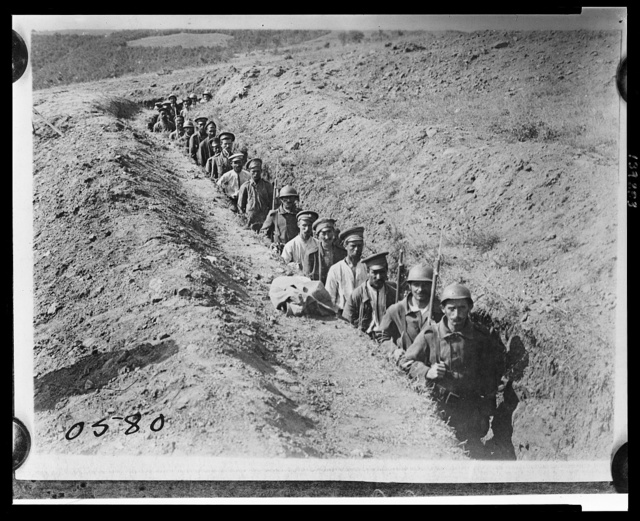 Greek soldiers escorting Bulgarian prisoners