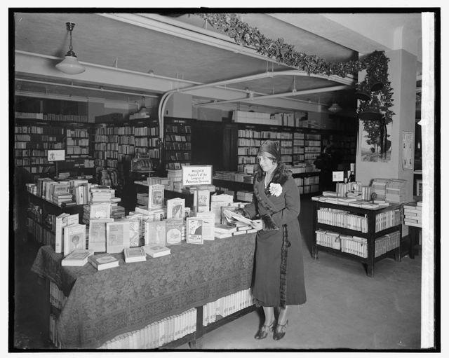 League of American Pen Women exhibit at Woodward & Lothrop