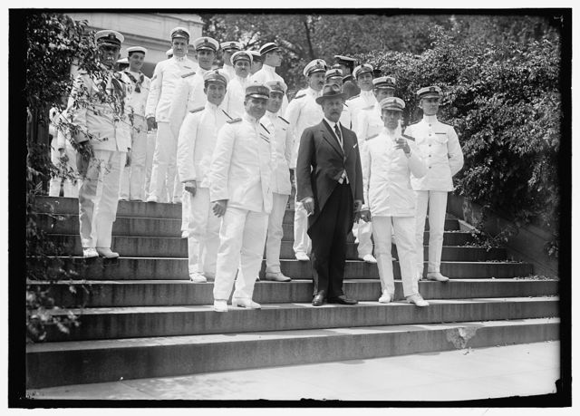 MACCHI DI CELLERE, V., COUNT. AMBASSADOR FROM ITALY. WITH ITALIAN SAILORS AT WHITE HOUSE