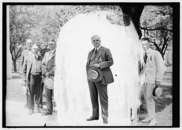 PALMER, ALEXANDER MITCHELL, REP. FROM PENNSYLVANIA, 1909-1915; ALIEN PROP. CUST. 1917-1919; ATTORNEY GENERAL, 1919-1921. AS ALIEN PROP. CUST., CENTER, WITH STAFF