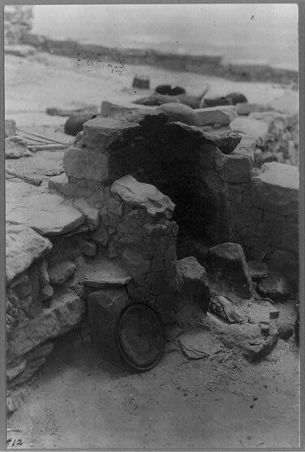 [Pueblo Indian settlements in Arizona: A stove (made of stone and adobe) in Hopi land, Mouqi Indian Reservation, Mishongnovi - Second Mesa]