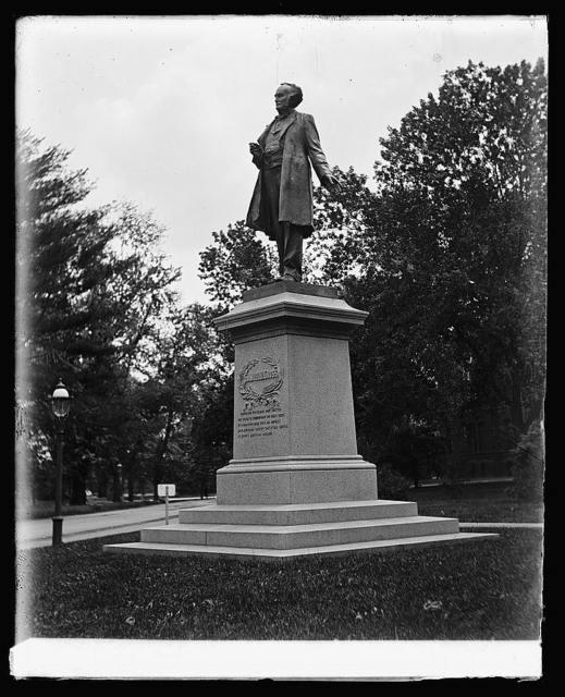 Samuel D. Gross statue