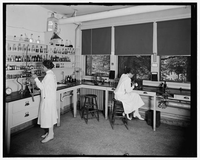 [Washington Sanitarium?, Takoma Park, Maryland, laboratory]
