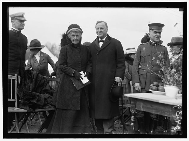 WOMAN'S NATIONAL SERVICE SCHOOL UNDER WOMAN'S SECTION, NAVY LEAGUE. SEC. DANIELS AND MRS. GEORGE DEWEY AT OPENING OF 1918 SESSION. GEN. BARNETT AT RIGHT