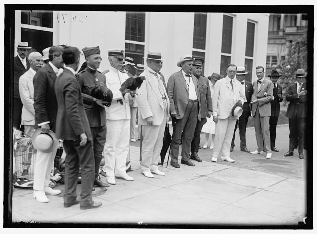 ALABAMANS. ROOSTERS BEING PRESENTED TO ALABAMA CITIZENS AT WHITE HOUSE. AT CENTER: ADMIRAL BENSON, CHAMP CLARK, J.H. BANKHEAD
