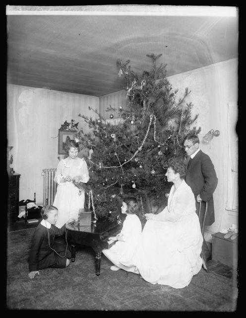 Baker Christmas tree, [1919]