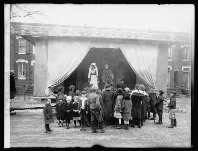 Community service theatre. A moving theater mounted on an automobile chassis, said to be the first of its kind. It is conducted by the Community Service, Washington, D.C., for the benefit of poor children and the childrens hospitals