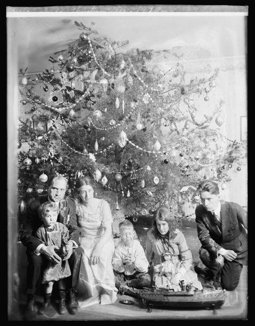 Dickey Christmas tree, 1929, [i.e., 1919?]