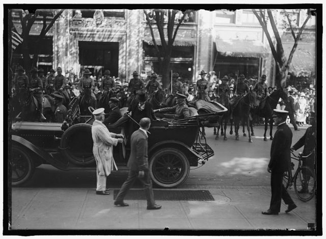FIRST DIVISION, A.E.F. AMERICAN EXPIDITIONARY FORCES. GENERAL PERSHING IN AUTO. A BLURRED PICTURE