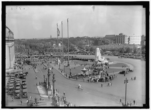 FIRST DIVISION, A.E.F. AMERICAN EXPIDITIONARY FORCES. UNION STATION PLAZA, PERSHING ARRIVING
