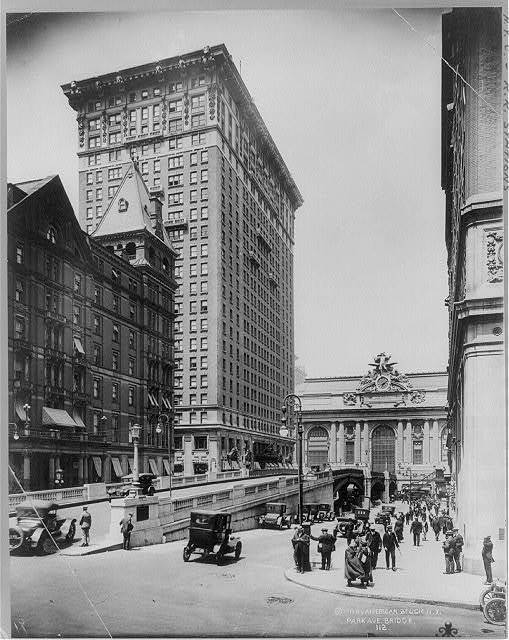 [Grand Central Station, New York City: Park Ave. Bridge in foregrd.; R.R. Station in backgrd.]
