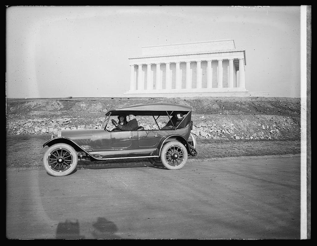 Oldsmobile Sales Co., Lincoln Memorial, [Washington, D.C.]
