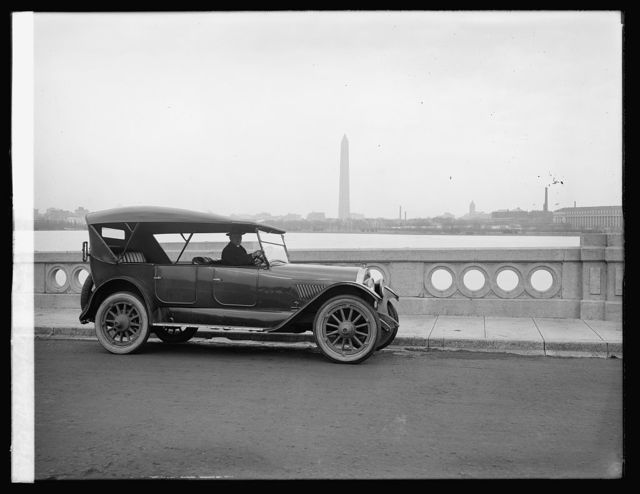 Oldsmobile Sales Co., speedway, [Washington monument in background]