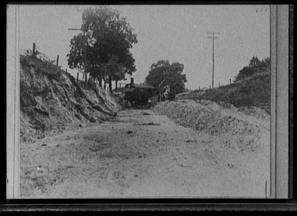 Wayne County Road Commissioners' steam shovel at road construction site, Mich.