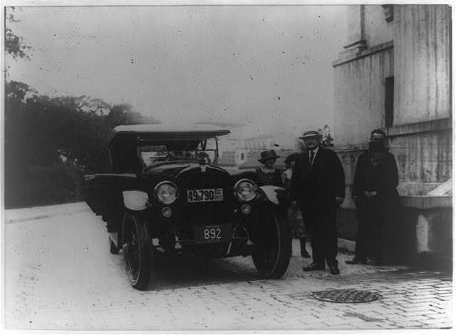 [1920 car with five bystanders, Washington, D.C.]