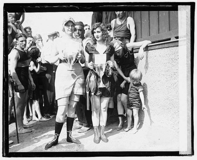 Bathing beach beauty contest, 1920, Eliz. Margaret Williams (Brants)[?] Eliz. Roache ([...])