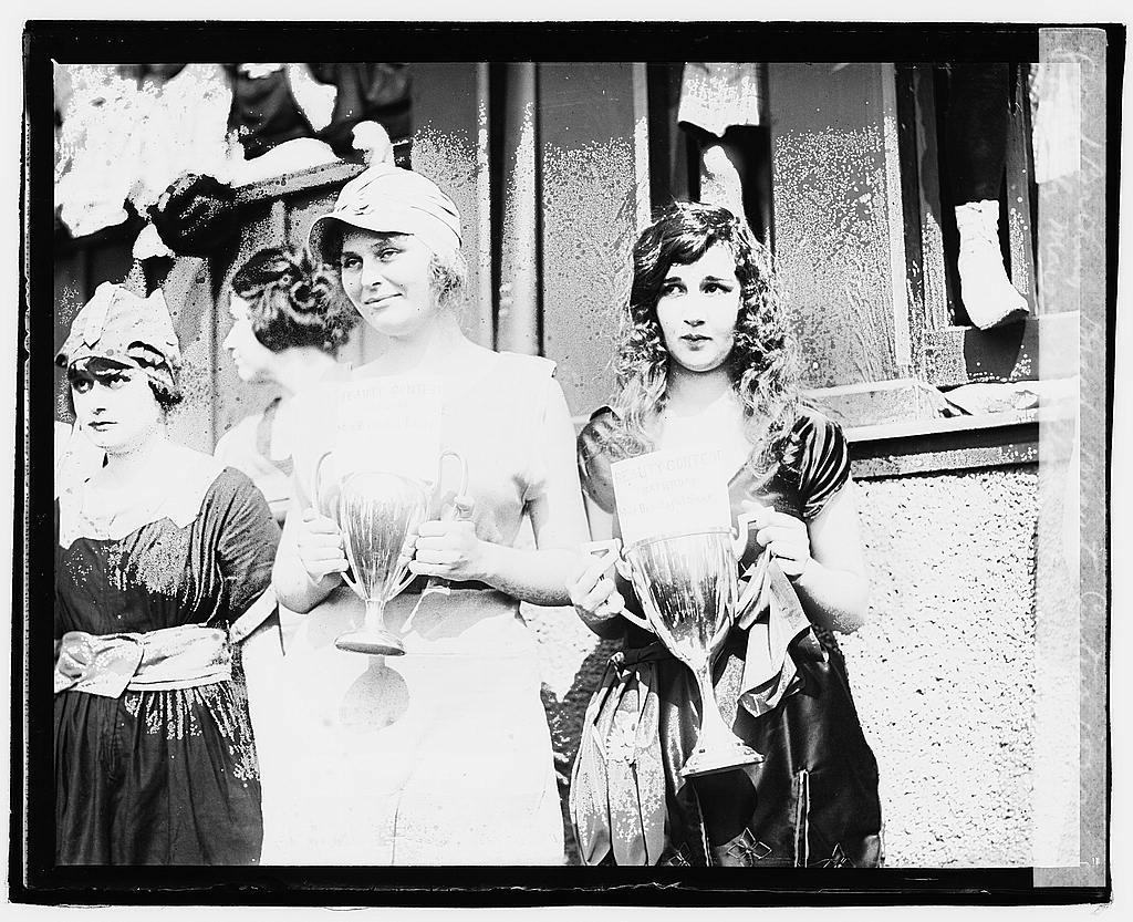 Bathing beach beauty contest, 1920, Eliz. Margaret Williams, Eliz. Roache