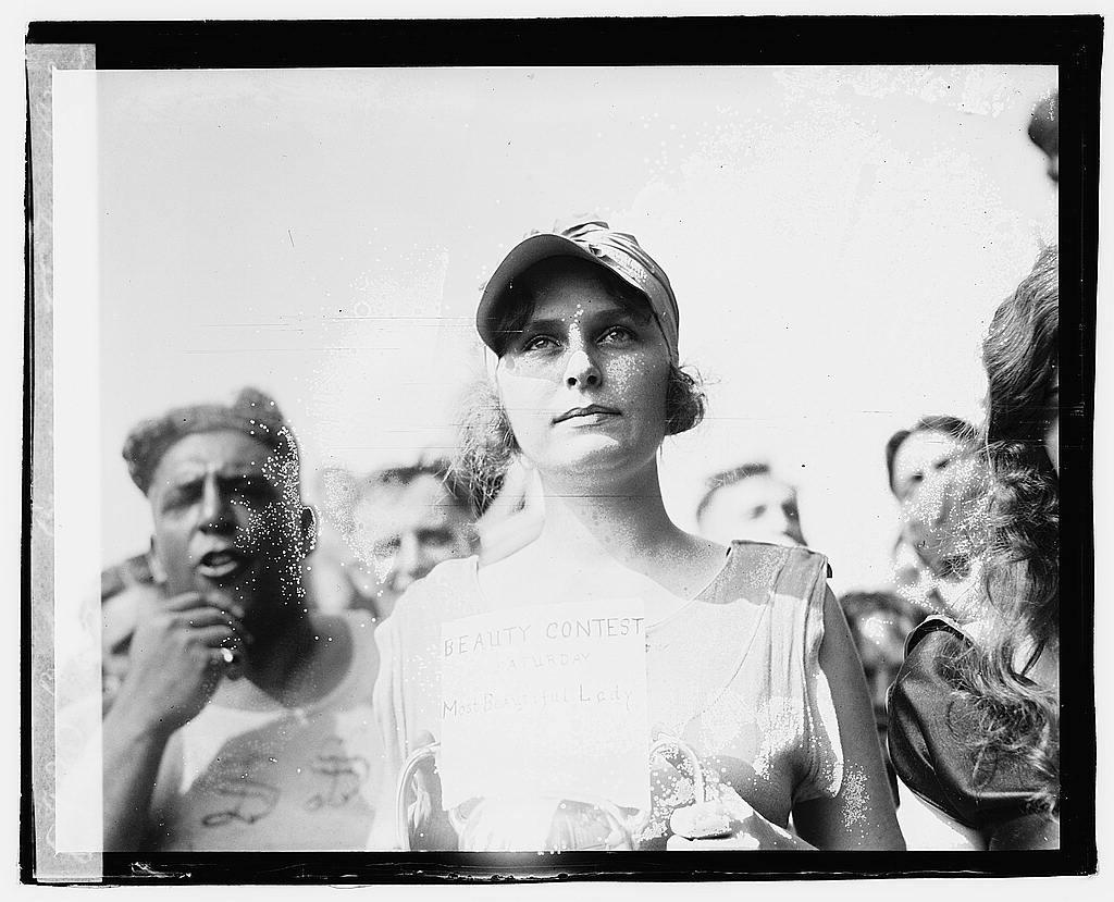 Bathing beach beauty contest, [1920], Elizabeth Margaret Williams winner