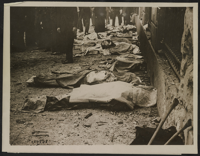 Bodies of a few of those killed in Wall Street bomb outrage ... a bomb is said to have been exploded in the office of J.P. Morgan & Co. at Broad and Wall Streets killing at least 15 and injuring hundreds ... / / Underwood & Underwood.