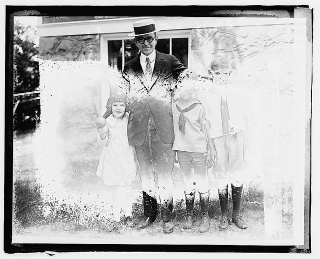 C.B. Huntress, children Marion, Douglas, & Jack
