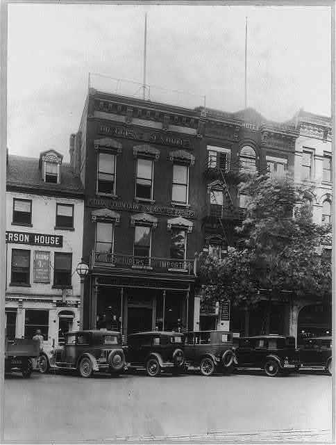 D.C. - Washington - Pennsylvania Avenue - ca. 1920 - N.W. 400 block showing hotels, business establishments and post office