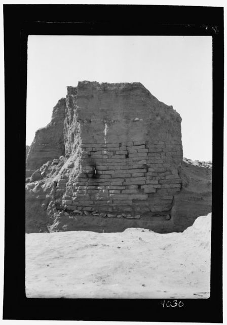 Excavations. Tell Jemmeh, (Gerar). Brick wall from Solomon's time