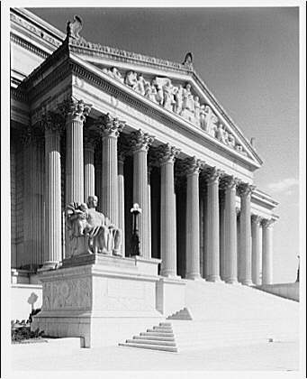 National Archives. Entrance of National Archives on Constitution Ave. side I