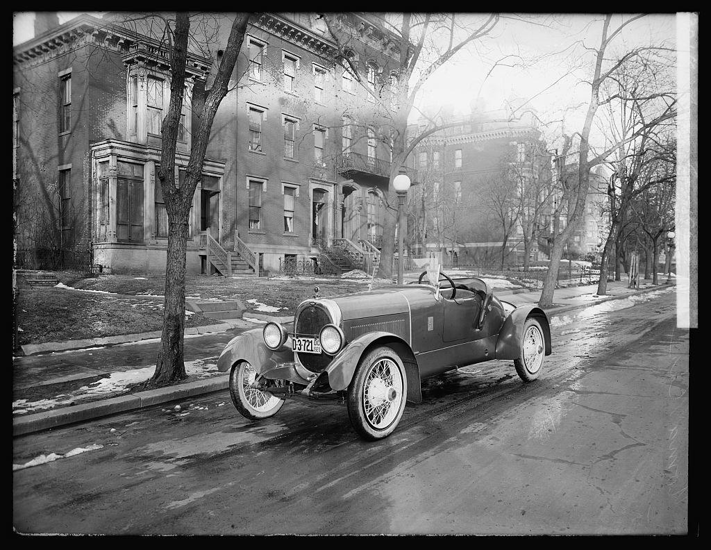 Noma[?] car, 1920 - PICRYL Public Domain Image
