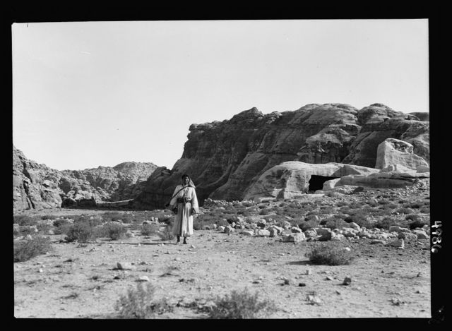 "Petra. El-Bêda and el-Barid. El Bêda ridge. The ""white"" district. An area of white sandstone"
