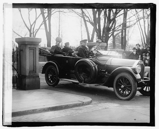 Pres. & Mrs. Wilson in auto