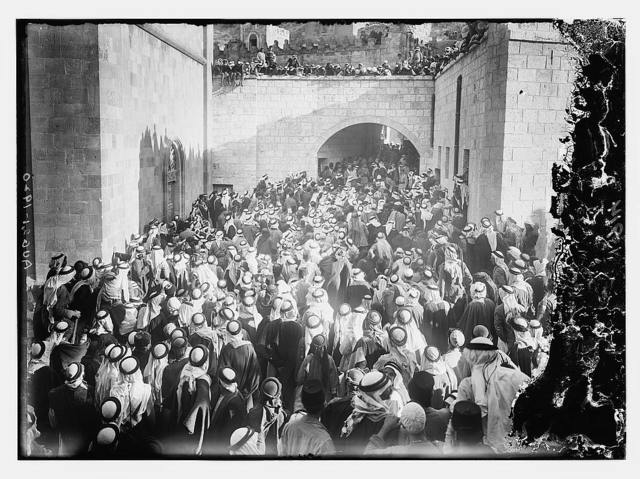 [Reading the Proclamation to the inhabitants of Transjordania in Es Salt Aug. 20th, 1920]
