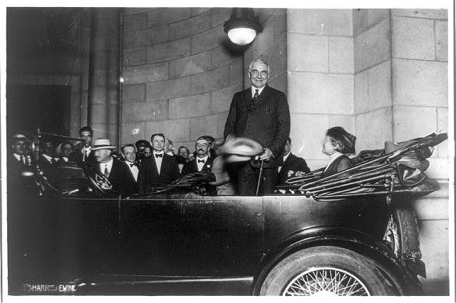 Sen. Harding arriving in Washington
