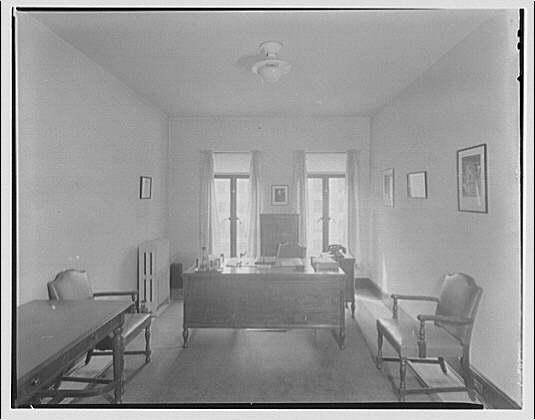 Washington School for Secretaries. Office at Washington School for Secretaries
