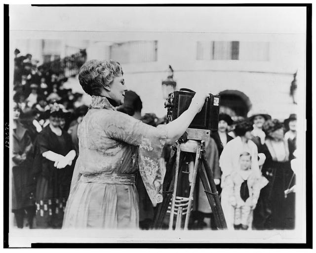 [Florence Kling Harding operating a movie camera on the lawn at the White House, Washington, D.C.]