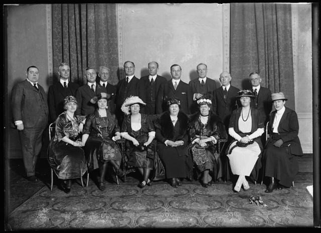 [Group of men and women; back row: Cordell Hull, left; Homer S. Cummings, center]